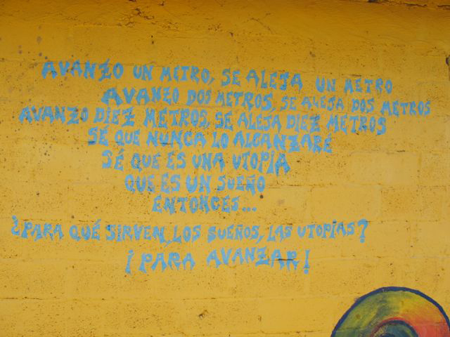 """Avanzo"" poem written on a wall in Oventic, 2013. Photograph by Diana Taylor"